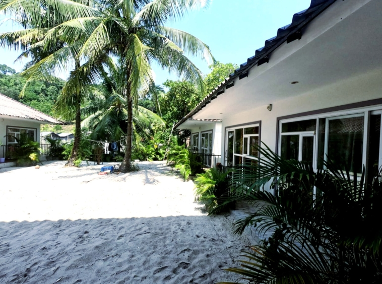 beach resort for rent in SOk San Beach in Koh Rong Long Beach Royal Beach